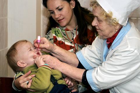 Более 50 тысяч российских детей не получили ни одной прививки против полиомиелита
