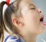 Для защиты детей от тяжелой болезни необходимо прививать взрослых