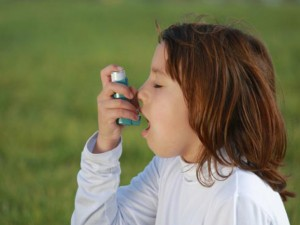 Сигаретный дым служит основной причиной приступов астмы у детей