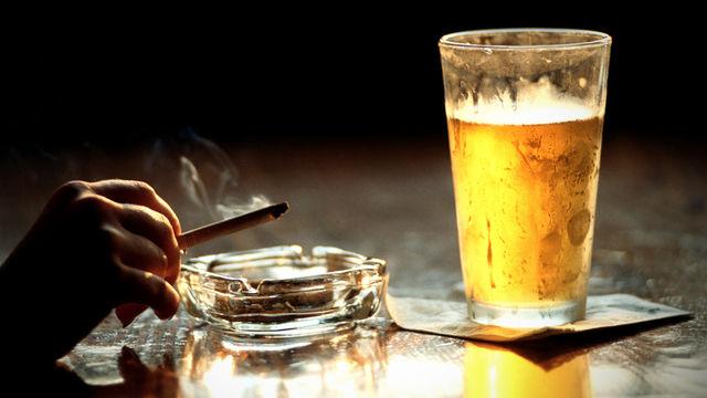 Серьезная угроза для аллергиков — спиртное и сигареты