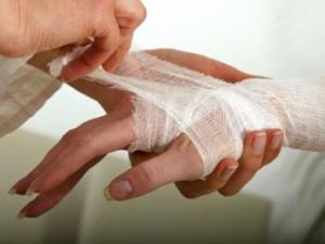 Как лечить рваную рану дома?