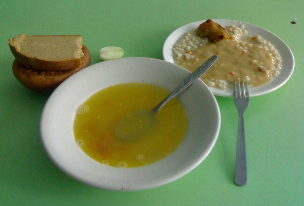 15 солдат отравились обедом в Свердловской области