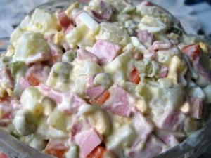 Около тридцати жителей Магадана отравились готовыми салатами