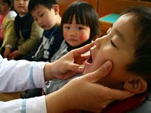 Вирусологи не оставили шанса особо заразному детскому заболеванию