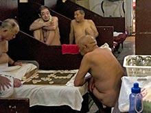 Китайские чиновники хотят запретить ВИЧ-больным ходить в бани