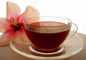 Какие напитки на самом деле полезны, а какие опасны при простуде