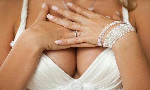 Можно ли увеличить грудь с помощью народных средств?