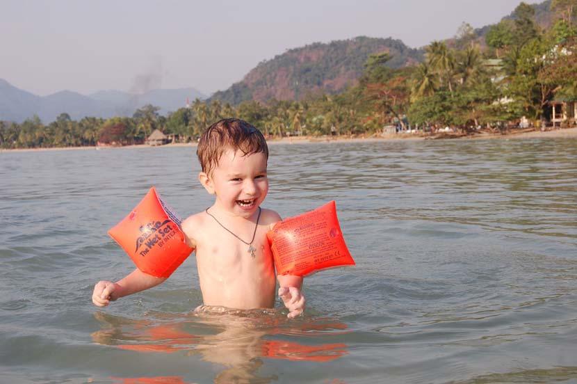 Купание детей в открытом водоеме