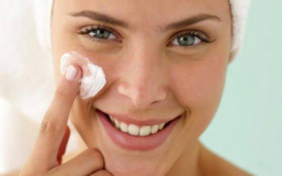 Герпес на щеке: симптомы, фото и лечение