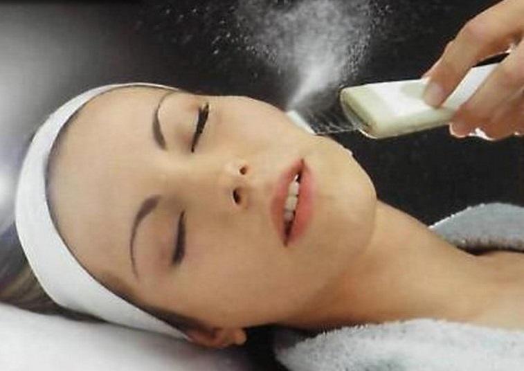 Увлажнение кожи с помощью ультразвукового косметологического аппарата SKIN-UP