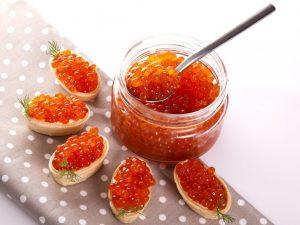 Чтобы не болеть гриппом и простудой, нужно кушать красную икру