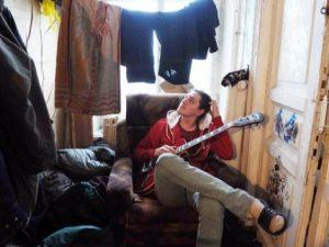 Привычка сушить белье в жилых комнатах угрожает астмой