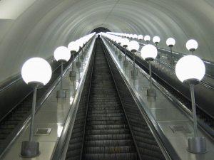 Чем опасно подниматься по эскалатору