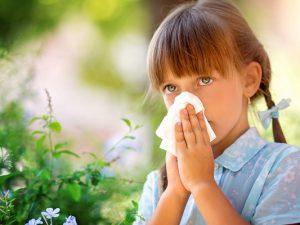 Чем лечат аллергию у ребенка: разбираем все виды препаратов