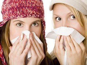 Медики развеяли популярные мифы о лечении простуды и гриппа