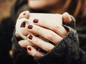 Холодные руки: причины, болезни, лечение
