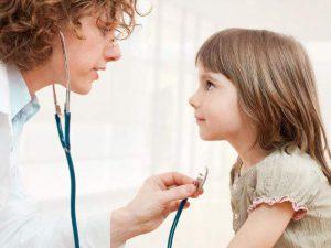 Медики подсказали, чем лечить сухой детский кашель