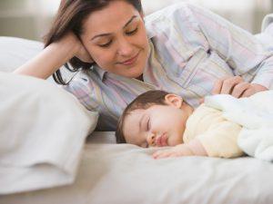 Грудное вскармливание может защитить детей от ушных инфекций