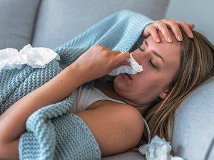 Как отличить первые симптомы простуды от аллергии