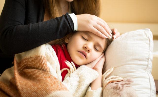Закаливание, спорт и полноценный сон оберегают ребенка от простуды — медики