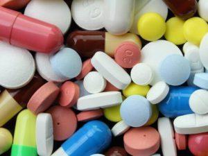 Названы группы препаратов, бесполезные при простуде