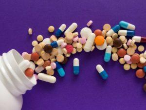 Пить антибиотики при вирусных инфекциях опасно, напоминает эксперт