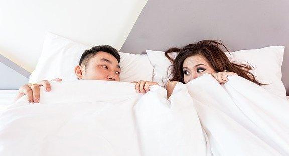 Занятия сексом могут способствовать распространению коронавируса