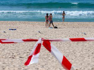 Врач оценил вероятность заразиться коронавирусом на пляже
