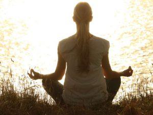 Медитация и йога могут помочь в лечении COVID-19