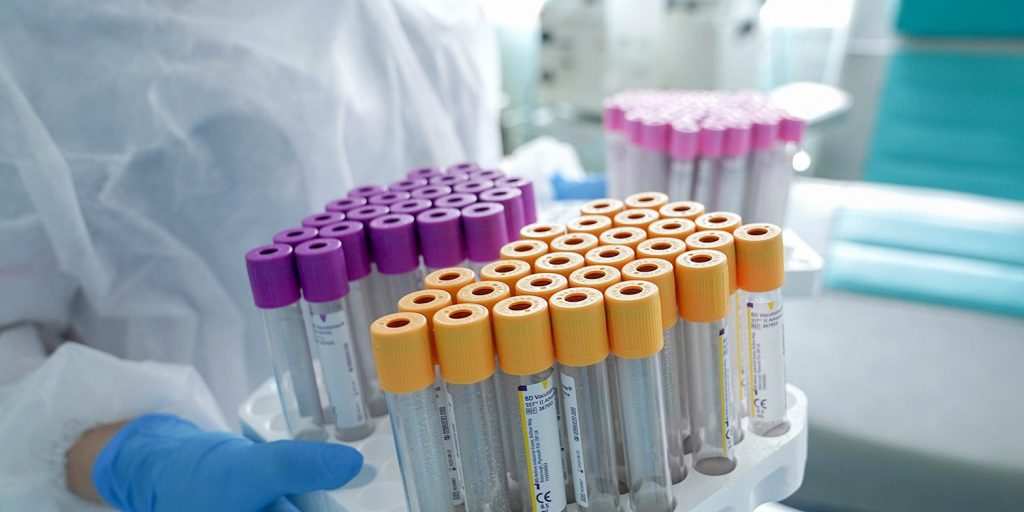 Найдено доступное лекарство для заболевших тяжелой формой коронавируса