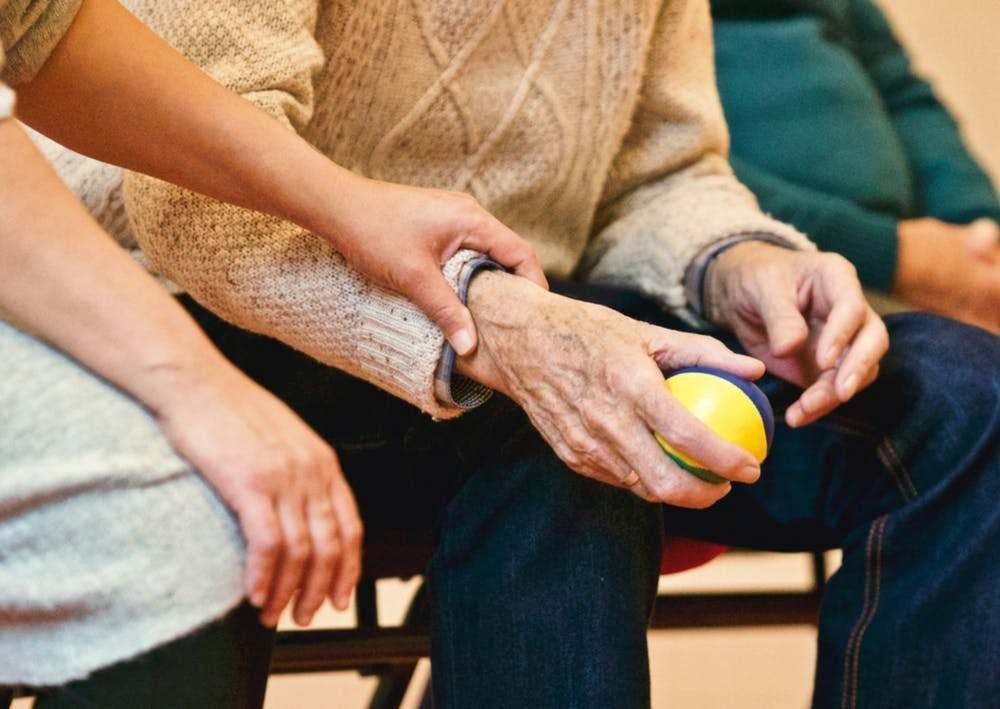 Замедленная иммунная реакция делает пожилых уязвимыми перед COVID-19