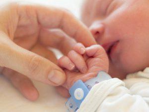 Дети без симптомов COVID-19 могут передавать коронавирус неделями