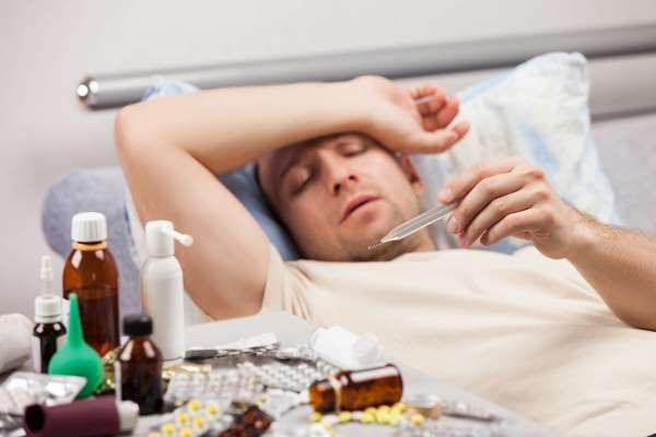 Озвучены опасные последствия самолечения при коронавирусе