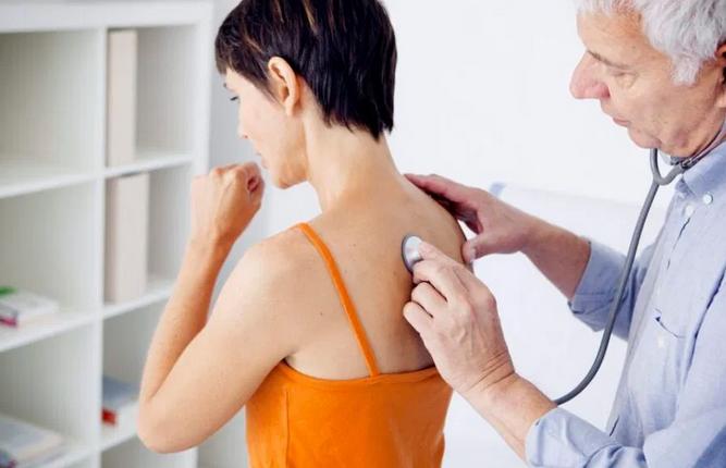 Не только кашель: названы признаки пневмонии, которые важно не пропустить