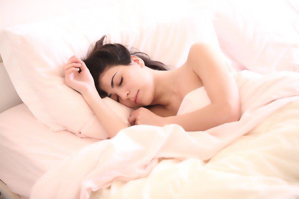 Раскрыта опасность глубокого сна для пациентов с COVID-19