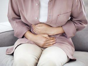 При коронавирусной инфекции может серьезно пострадать печень и ЖКТ, предупреждает медик