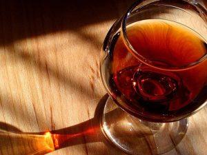 Употребление алкоголя увеличивает риск заражения Covid-19, – ученые